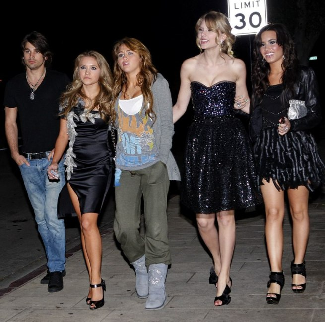 miley-pf-changs-party-girls1